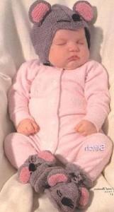 Вяжем спицами шапочку для новорожденного
