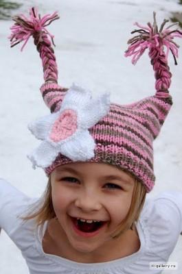 веселая шапочка с косичками