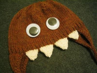 забавная вязаная шапка