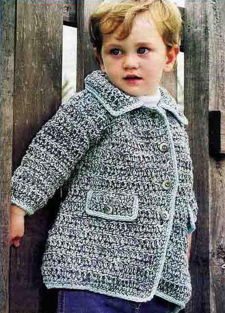 Вязаное пальто для мальчиков с капюшоном спицами.