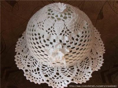 Легкая белая шляпка