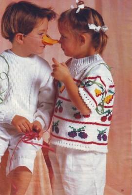 Однотонный и цветной пуловеры