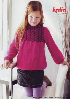 Яркий пуловер с интересным узором