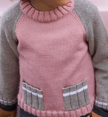 Пуловер с карманами для дочки