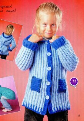 Вязаное английской резинкой пальто